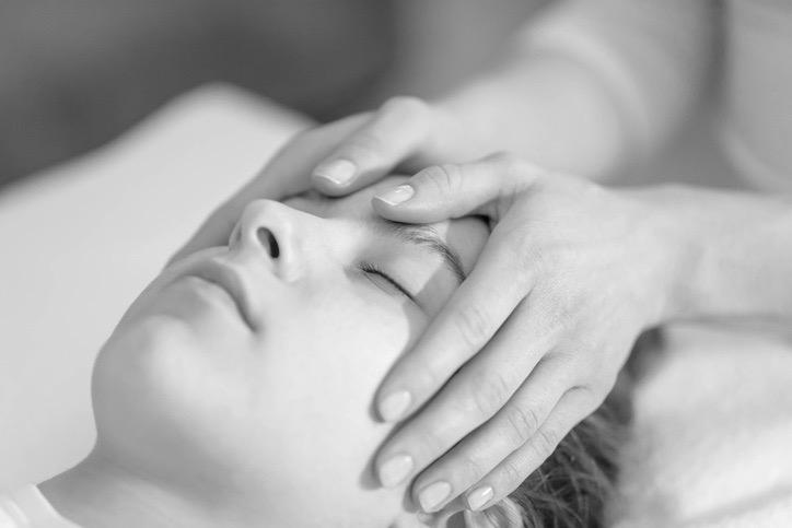 Mädchen in Therapie: Stock-Fotografie-ID 1090563676 Bildnachweis ti-ja auf Website Barbara Graf Eckert, Craniosacral Therapie, Winterthur